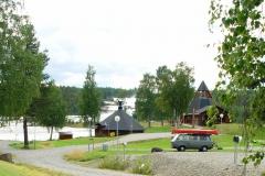 Schweden. Im Hintergrund eine Kota für 60 Personen.