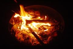 Flackerchen in Feuerschale  -  geht immer mit auf Reisen.